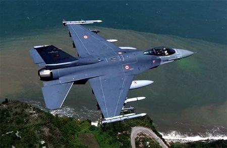 Vi sao may bay Su-24M cua Nga o Syria bi ban roi? - Anh 1