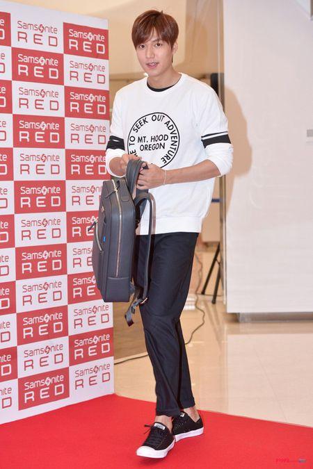 Nhung mau sneakers don gian ma hot cua sao Han - Anh 7