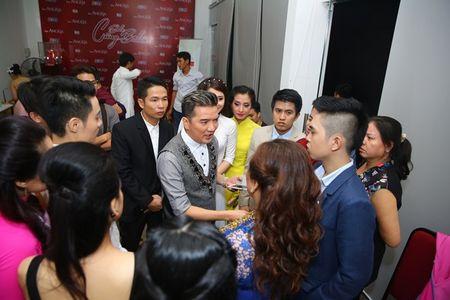 Dam Vinh Hung om Phi Nhung tinh cam - Anh 3