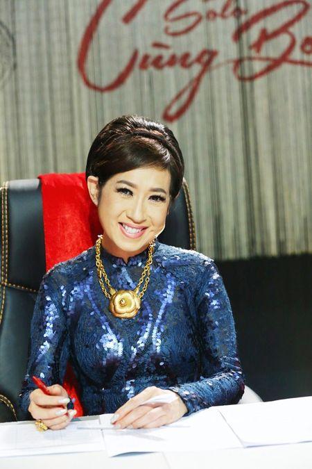 Dam Vinh Hung om Phi Nhung tinh cam - Anh 5