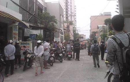 No sung giua pho o Da Nang, mot thanh nien do guc - Anh 1
