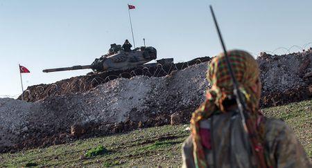 Tho Nhi Ky dieu them 20 xe tang den bien gioi Syria - Anh 1