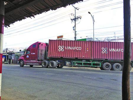 """Tram, cang deu bo lot hang chuc xe """"cong kep co"""" - Anh 1"""