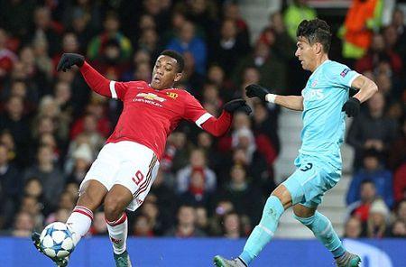 Cac huyen thoai Man United cung chi trich Martial va Rooney - Anh 2