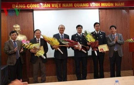 """VOV trao Ky niem chuong """"Vi su nghiep phat thanh"""" cho cac tuong linh - Anh 1"""