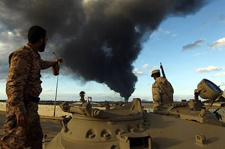 Libya muon Nga can thiep quan su de chong lai cac tay sung IS - Anh 1