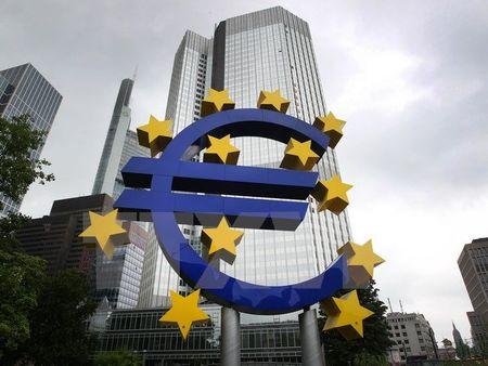 ECB dat muc tieu dua lam phat khu vuc Eurozone len 2% - Anh 1