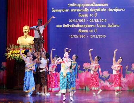 Trang trong le mittinh ky niem 40 nam Quoc khanh Lao - Anh 2