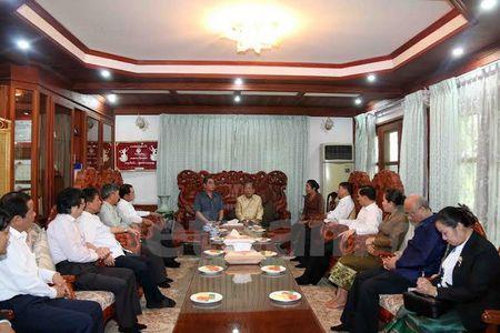 Thuong truc Ban Bi Thu tham cac nguyen lanh dao cap cao Lao - Anh 2