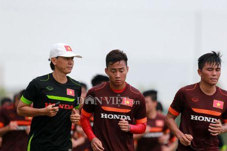 Cong Phuong lap 'hat-trick' trong buoi tap cua U23 Viet Nam - Anh 2