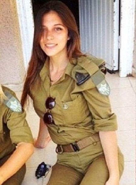 Nu quan nhan Israel xinh dep, nong bong chang kem hot girl - Anh 5