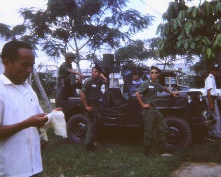 Mien Nam Viet Nam nam 1967 trong anh cua Robert Plumtree (1) - Anh 12