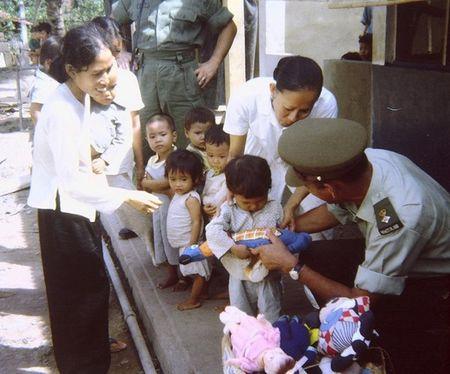 Mien Nam Viet Nam nam 1967 trong anh cua Robert Plumtree (1) - Anh 7