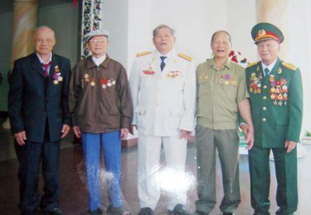 KY NIEM 40 NAM NGAY QUOC KHANH NUOC CHDCND LAO (2-12-1975 - 2-12-2015):Nguoi cuu tinh nguyen quan tai Lao - Anh 1