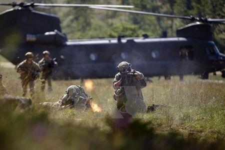 My trien khai luc luong dac nhiem vien chinh toi Iraq chong IS - Anh 1