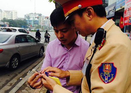 Hang loat xe vi pham bi tom duoi 'mat than' cua CSGT Ha Noi - Anh 2