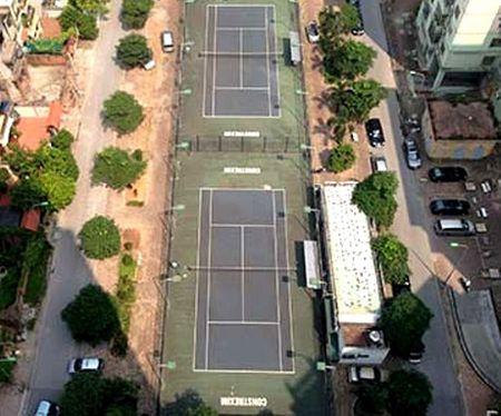 Gan 3.000 m2 'dat vang' cong vien bi ho bien thanh san tennis - Anh 1