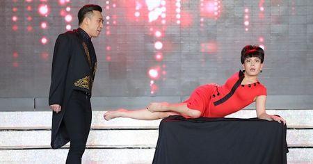 Tran Thanh, Mai Ho bat chuoc Angelina Jolie - Brad Pitt gay 'sot' - Anh 4