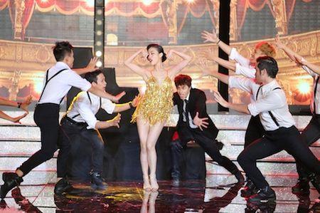 Tran Thanh, Mai Ho bat chuoc Angelina Jolie - Brad Pitt gay 'sot' - Anh 6