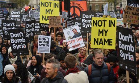 Nguoi dan Anh phan doi ke hoach khong kich IS tai Syria - Anh 1