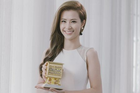 MAMA 2015: Dong Nhi duoc vinh danh Nghe si chau A xuat sac nhat - Anh 1
