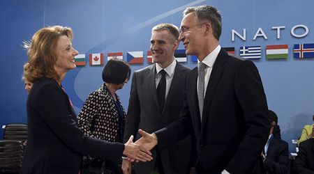 Nga phan ung manh truoc kha nang Montenegro gia nhap NATO - Anh 1