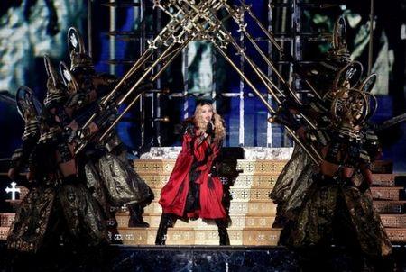 Madonna 57 tuoi van sung suc tren san khau - Anh 7