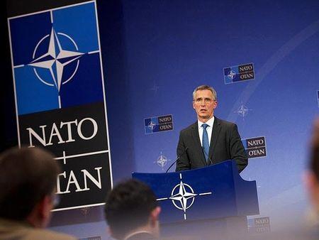 NATO se tang cuong he thong phong khong 'doi dau' ten lua S-400 cua Nga - Anh 1