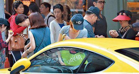 'Tham hoa tham my' Hong Kong ra duong voi mat moc 'gay soc' - Anh 4