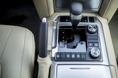 Land Cruiser 2015: Gia tang, xe co them gi? - Anh 5