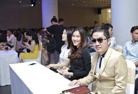 Bau Hoa lich lam du tiec mung tan A hau quoc te Lam Thuy Anh - Anh 2