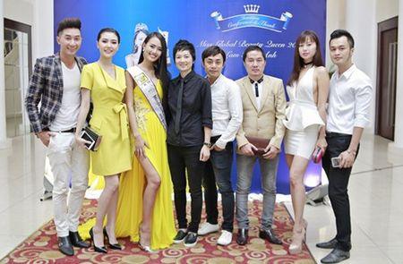 Bau Hoa lich lam du tiec mung tan A hau quoc te Lam Thuy Anh - Anh 7