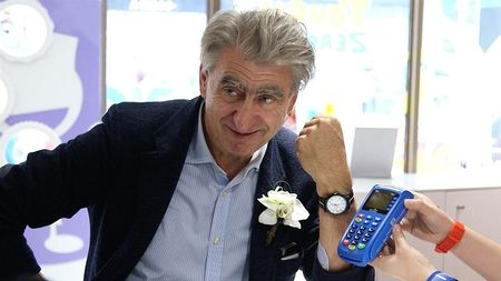 Swatch co loi dap tra voi Apple Pay va Samsung Pay - Anh 2