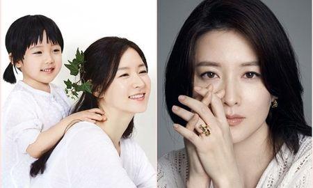 Lee Young Ae vat va khi vua lam me, vua theo duoi cong viec - Anh 1