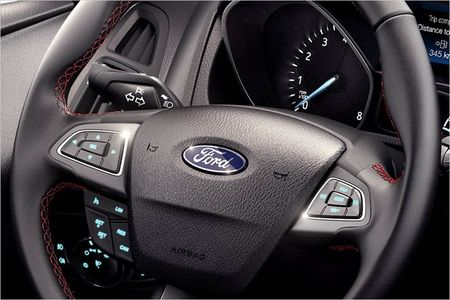 Ford Focus Sport ca tinh hon ve phong cach - Anh 6