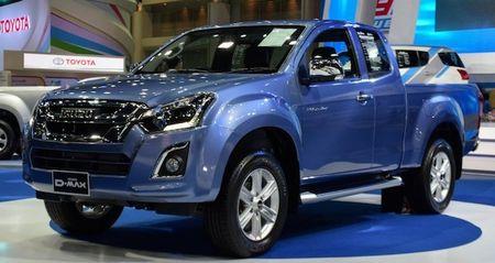 Isuzu khoe D-Max ban nang cap tai Motor Expo 2015 - Anh 1