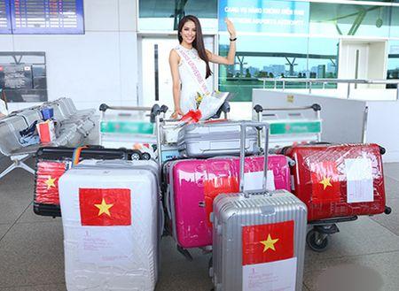 Pham Huong mang 8 vali sang My thi Miss Universe - Anh 2