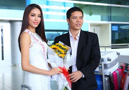 Pham Huong mang 8 vali sang My thi Miss Universe - Anh 3