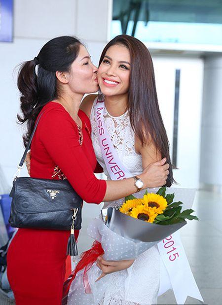 Pham Huong mang 8 vali sang My thi Miss Universe - Anh 4