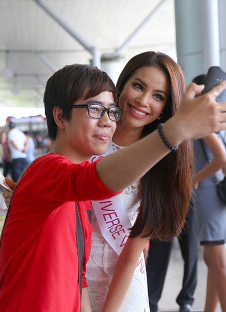 Pham Huong mang 8 vali sang My thi Miss Universe - Anh 6