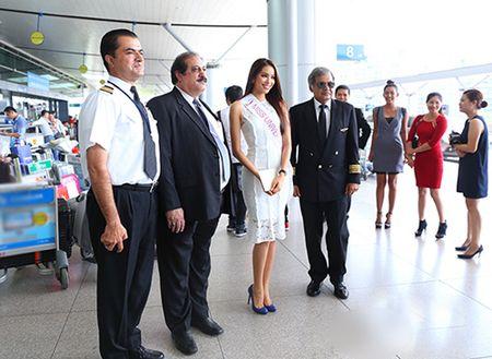 Pham Huong mang 8 vali sang My thi Miss Universe - Anh 7
