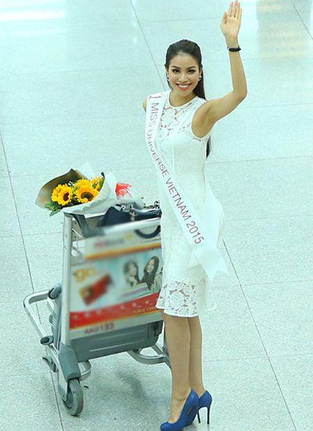 Pham Huong mang 8 vali sang My thi Miss Universe - Anh 9