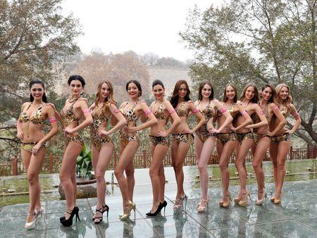 Boc lua 42 thi sinh trong trang phuc bikini tham du cuoc thi Hoa hau cac quoc gia nam 2015 - Anh 7