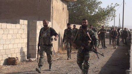 Quan doi Syria co gang tan cong, IS quyet giu nguon song - Anh 15
