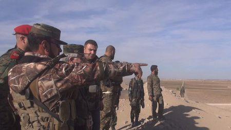 Quan doi Syria co gang tan cong, IS quyet giu nguon song - Anh 17
