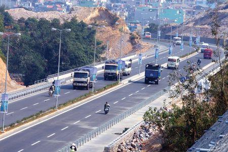 Xu ly xe khach dung do, xe may di vao cao toc Ha Noi-Hai Phong - Anh 1