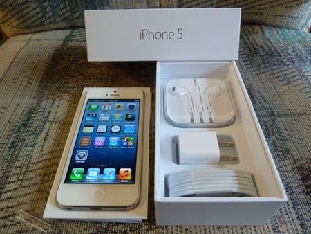 Phat hien 400 chiec iPhone nhap lau - Anh 1
