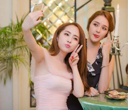 Ca si Ngoc Khue dan ban trai kem tuoi di su kien - Anh 6