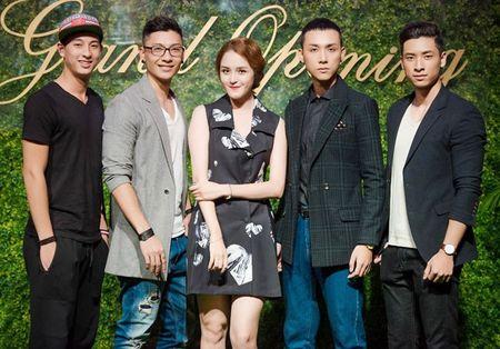 Ca si Ngoc Khue dan ban trai kem tuoi di su kien - Anh 7