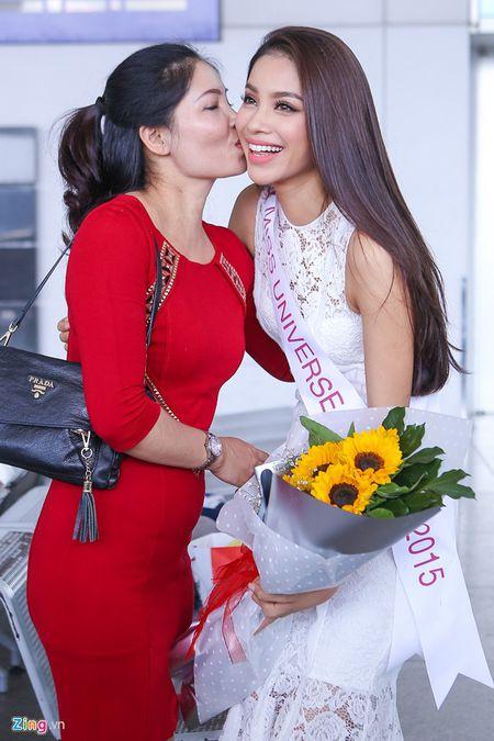 Pham Huong tam biet me len duong thi HH Hoan vu The gioi - Anh 2